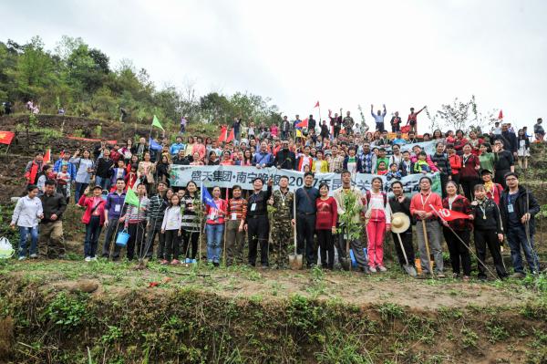 450人植树大军昨日出发 4130棵花卉树木扎根昆仑关